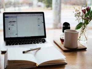 laptop_on_desk